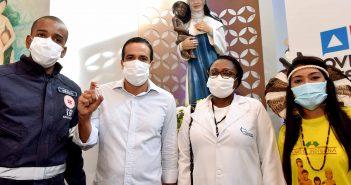 Mistura de emoções marca primeiros vacinados contra Covid-19 em Salvador
