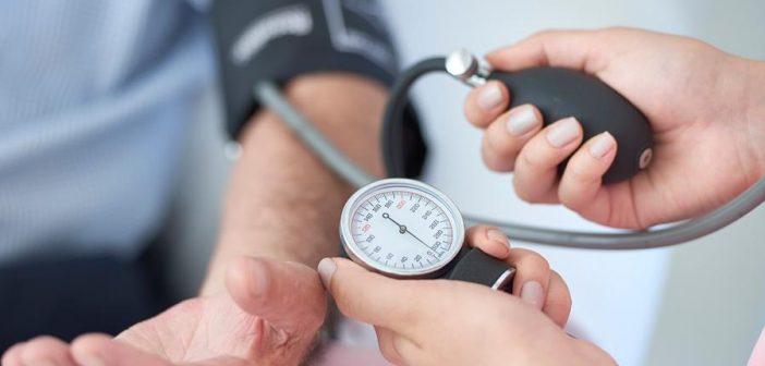 Vacina Covid-19: Saúde inicia cadastro automático de pacientes com hipertensão que retiram medicamentos na rede pública